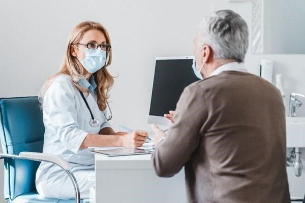 Qué tipo de convenios existen en cuanto a asistencia sanitaria pública y privada